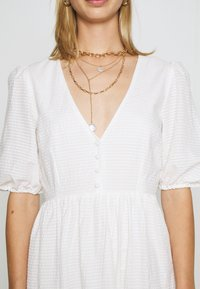 Nly by Nelly - FLOWY BUTTON DRESS - Robe longue - white - 5