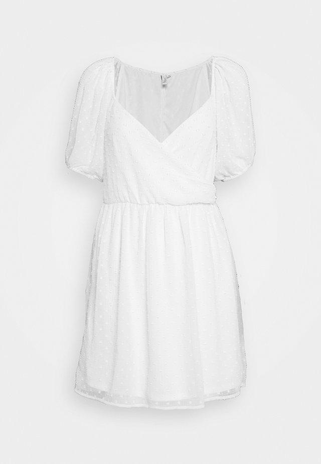 DOBBY WRAP DRESS - Denní šaty - white