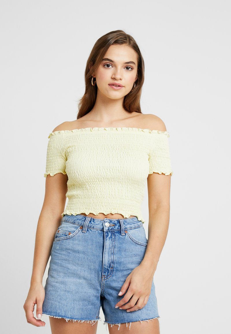 Nly by Nelly - OFF SHOULDER SMOCK - T-Shirt print - yellow