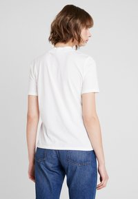 Nly by Nelly - HIGH NECK TEE - T-shirts - white - 2