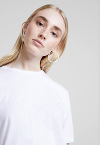 Nly by Nelly - BASIC TEE - Jednoduché triko - white - 4