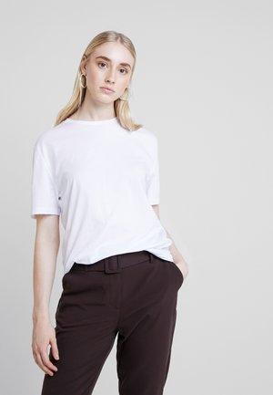 BASIC TEE - T-shirts - white