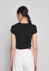 Nly by Nelly - PERFECT CROPPED TEE - Jednoduché triko - black - 2