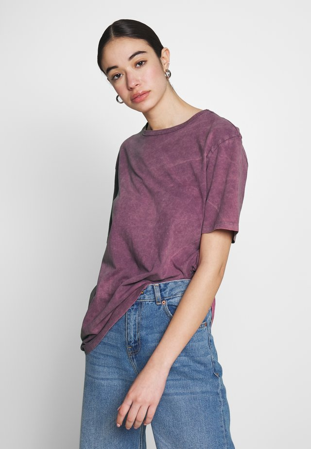 WASHED OUT TEE - Jednoduché triko - purple