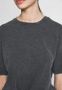 Nly by Nelly - WASHED OUT TEE - Basic T-shirt - offblack - 5