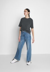 Nly by Nelly - WASHED OUT TEE - Basic T-shirt - offblack - 1