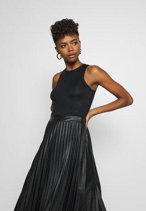 A SIMPLE TANK - Top - black