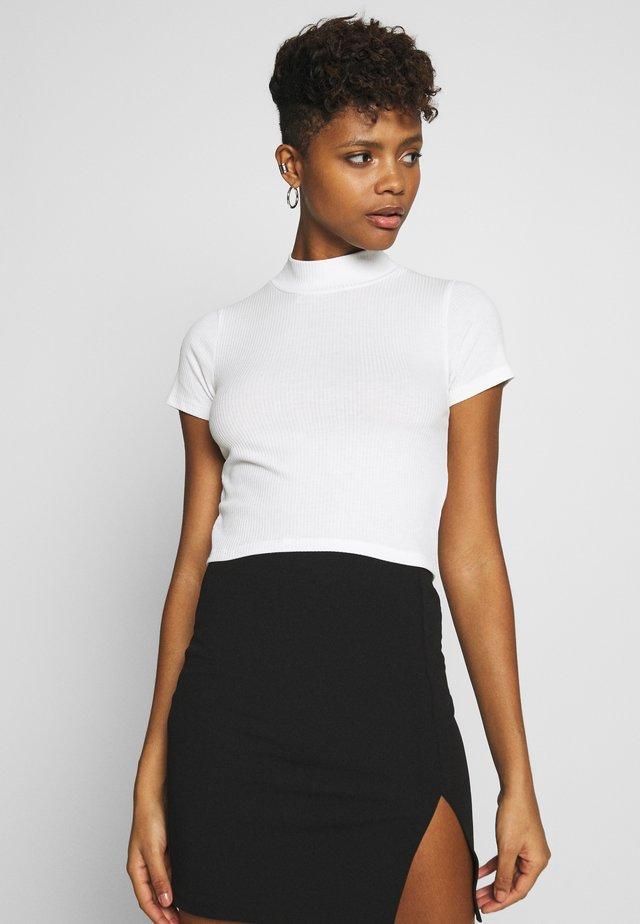 CROPPED TURTLENECK - T-shirt print - white
