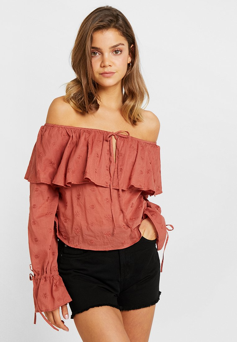 Nly by Nelly - OFF SHOULDER BOHO BLOUSE - Blouse - rust