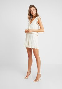 Nly by Nelly - FLIRTY - Shorts - creme - 0
