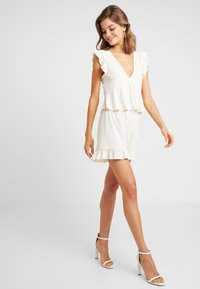 Nly by Nelly - FLIRTY - Shorts - creme - 1