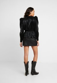 Nly by Nelly - PLEATED WRAP - Blus - black - 2