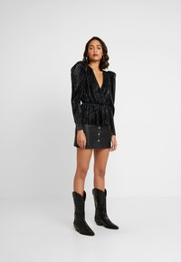 Nly by Nelly - PLEATED WRAP - Blus - black - 1