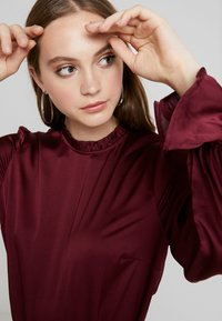 Nly by Nelly - HIGH NECK BLOUSE - Blouse - burgundy - 3