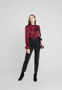Nly by Nelly - HIGH NECK BLOUSE - Blouse - burgundy - 1