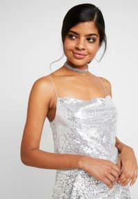 Nly by Nelly - DRAPED SEQUIN SINGLET - Topper - silver - 3