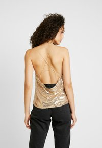 Nly by Nelly - DRAPED SEQUIN SINGLET - Topper - gold - 2