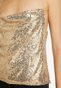 Nly by Nelly - DRAPED SEQUIN SINGLET - Topper - gold - 4