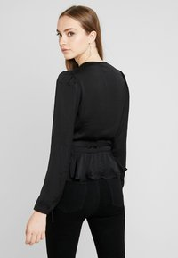 Nly by Nelly - LOVELY WRAP BLOUSE - Blůza - black