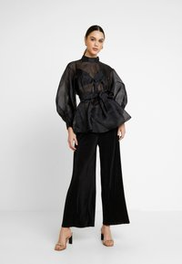 Nly by Nelly - VOLUME ORGANZA BLOUSE - Blus - black - 1