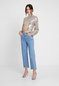 Nly by Nelly - OPEN BACK SEQUIN - Bluser - champagne - 1