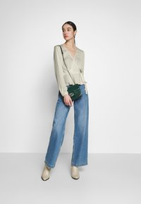 Nly by Nelly - LOVELY WRAP BLOUSE - Bluser - creme - 1