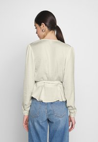 Nly by Nelly - LOVELY WRAP BLOUSE - Bluser - creme - 2