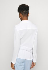 Nly by Nelly - STRUCTURE KNOT - Bluser - white - 2