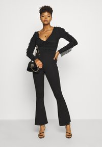 Nly by Nelly - RUFFLE BODY - Topper langermet - black - 1
