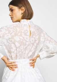 Nly by Nelly - BLOOM BLOUSE - Bluse - white - 5
