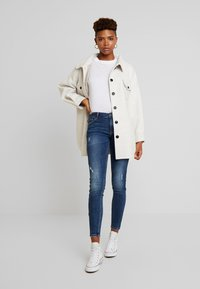 Nly by Nelly - BELTED SHACKET - Pitkä takki - offwhite - 1