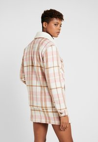 Nly by Nelly - BUTTON FRONT SHACKET - Välikausitakki - pink - 2