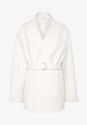 WRAP BELTED - Abrigo corto - white