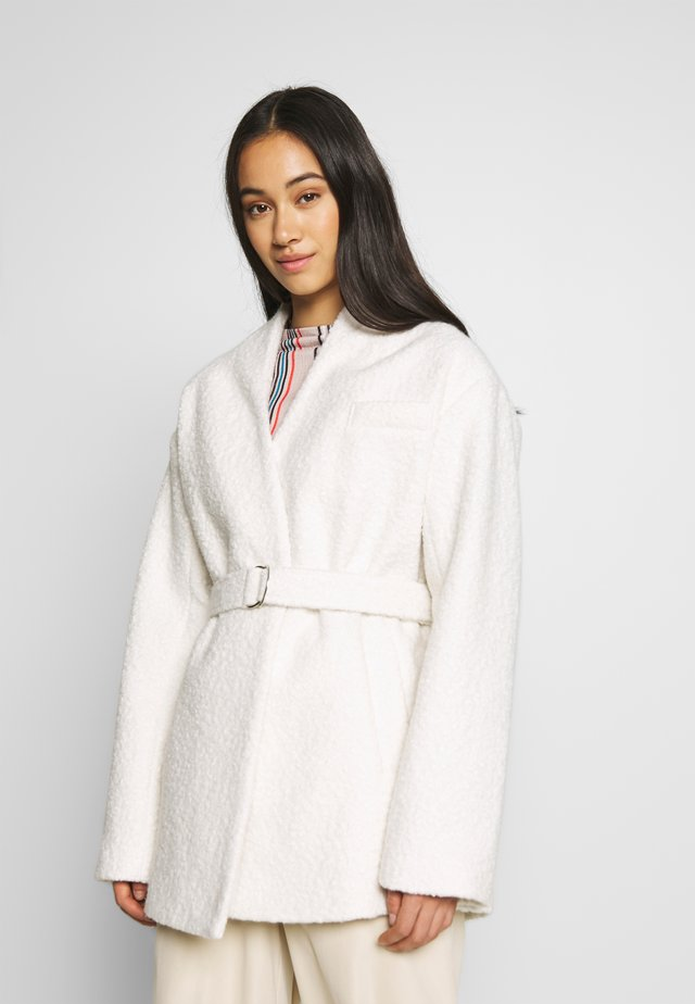 WRAP BELTED - Manteau court - white