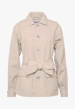 BELTED CARGO SHACKET - Lehká bunda - beige