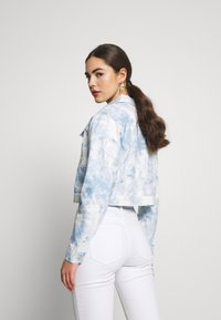 Nly by Nelly - CROPPED TRUCKER JACKET - Denim jacket - tie dye - 2