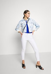 Nly by Nelly - CROPPED TRUCKER JACKET - Denim jacket - tie dye - 1