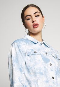 Nly by Nelly - CROPPED TRUCKER JACKET - Denim jacket - tie dye - 4