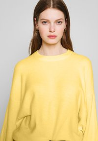 Nly by Nelly - SLEEVE FOCUS KNIT - Jersey de punto - light yellow - 5