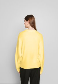 Nly by Nelly - SLEEVE FOCUS KNIT - Jersey de punto - light yellow - 2