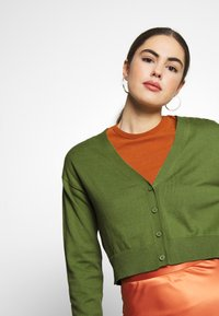 Nly by Nelly - CROPPED - Vest - green - 4