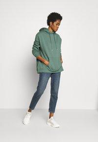 Nly by Nelly - OVERSIZED HOODIE - Bluza z kapturem - green - 1