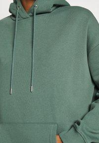 Nly by Nelly - OVERSIZED HOODIE - Bluza z kapturem - green - 5