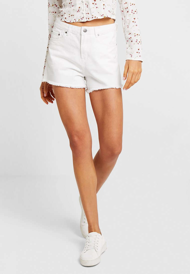 Nly by Nelly - CHEEKY FIT - Jeans Short / cowboy shorts - white