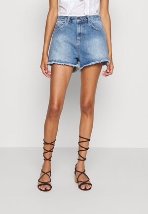 CHEEKY FIT - Farkkushortsit - light blue denim