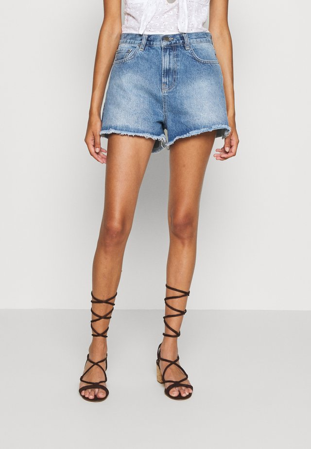 CHEEKY FIT - Denim shorts - light blue denim