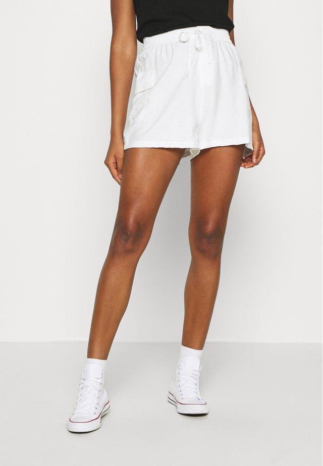 SOFT CARGO - Short - white