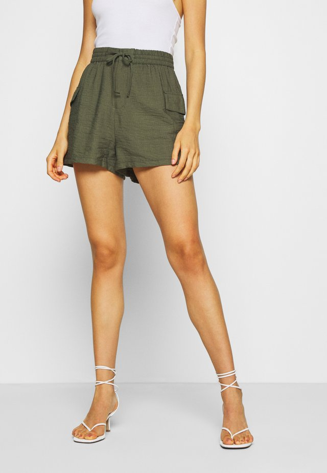 SOFT CARGO - Shorts - green