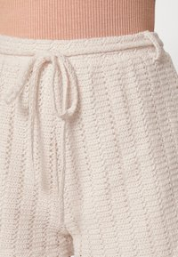 Nly by Nelly - CUTE CROCHET SHORTS - Shorts - beige - 4