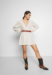 Nly by Nelly - BOHO FRILL PLAYSUIT - Jumpsuit - beige - 1